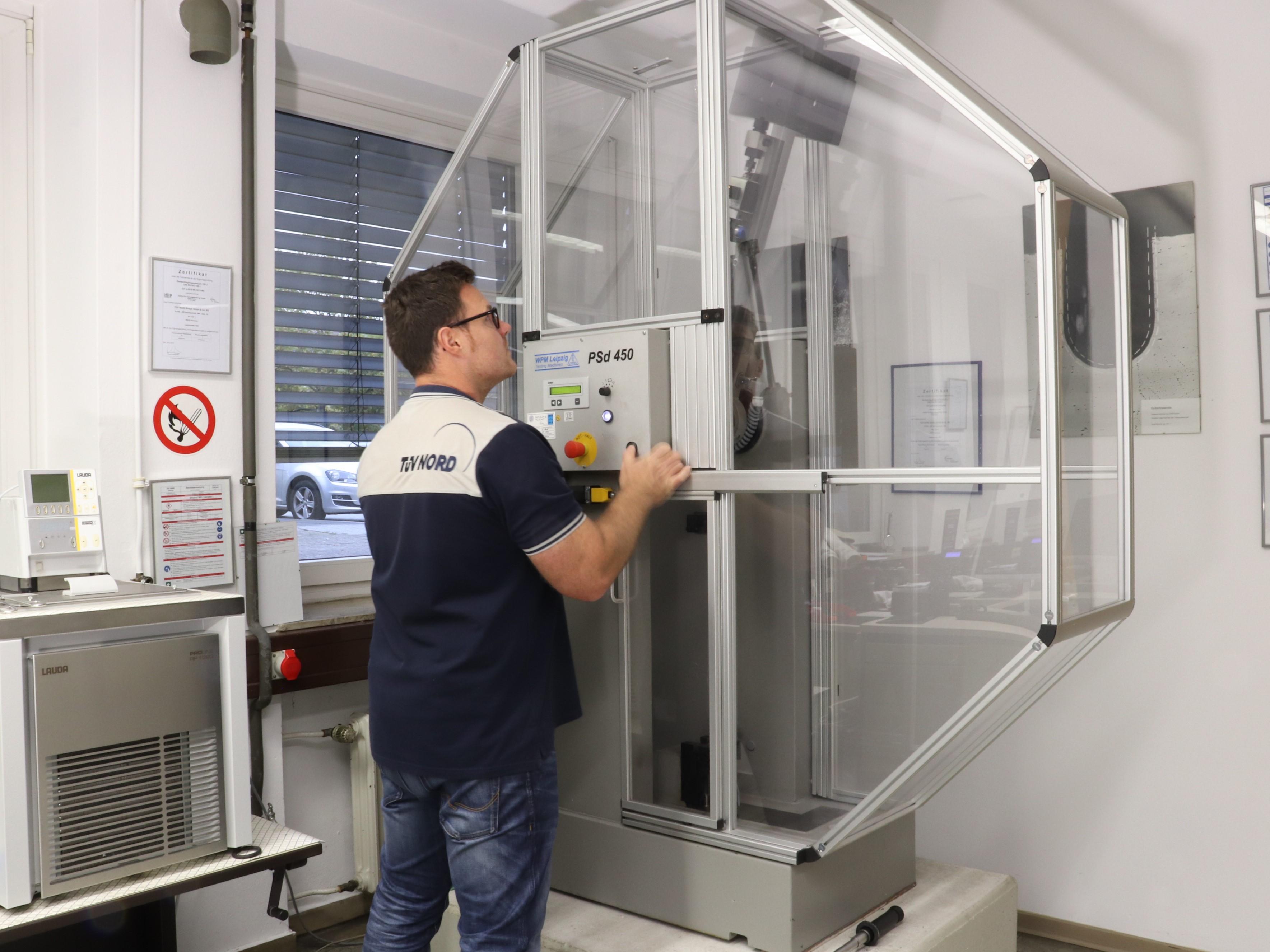 Kerbschlagbiegeversuch nach DIN EN ISO 148-1